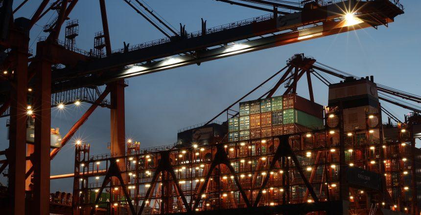 El excedente de contenedores viejos que se acumulan en puertos son un problema ambiental muy grave. Se calcula que hay más de 300 millones de contenedores vacíos en los puertos alrededor del mundo.