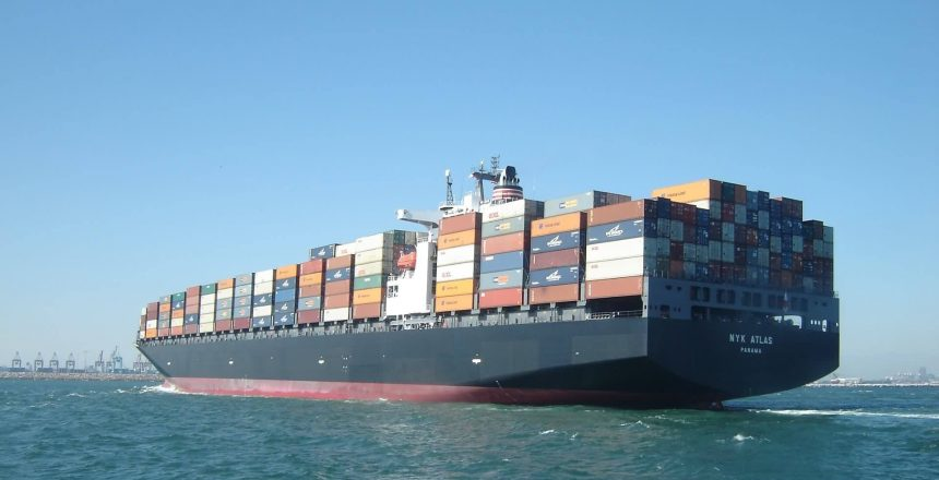 container-ship-560789
