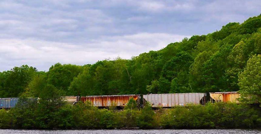 freight-train-2354121_1920-zl