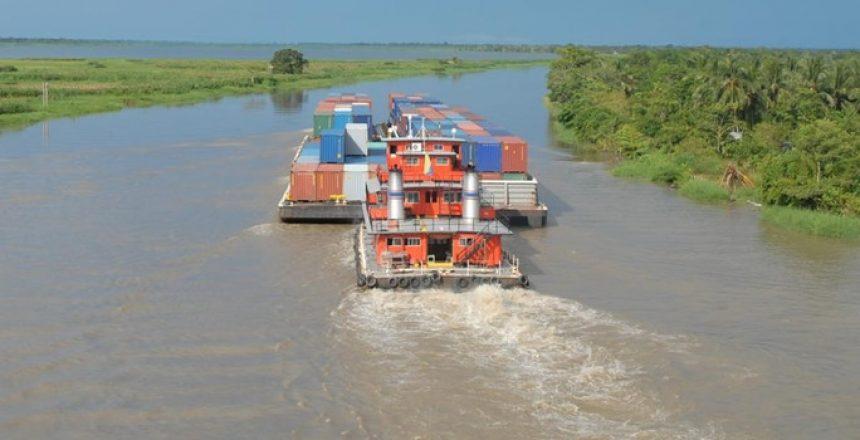 Transporte de carga por el río Magdalena